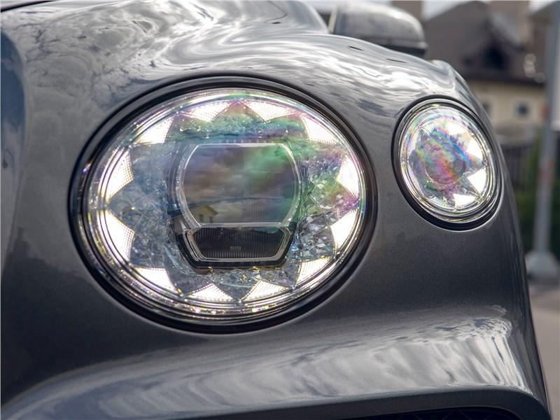 Bentley Bentayga (2021) передняя фара
