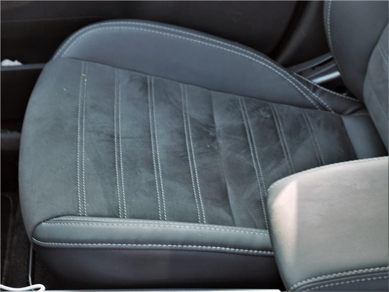 Mitsubishi Outlander (2021) переднее кресло