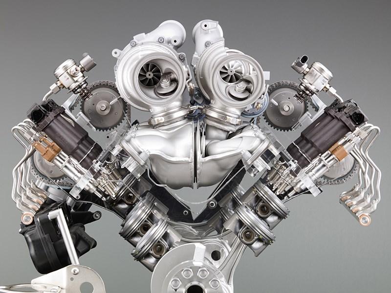 В чем преимущество инжекторного двигателя перед карбюраторным