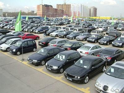 В апреле рынок новых легковых автомобилей рухнул сразу на 12%