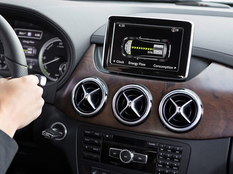 Mercedes-Benz B-Class Electric Drive 2014 дополнительный экран мультимедиасистемы