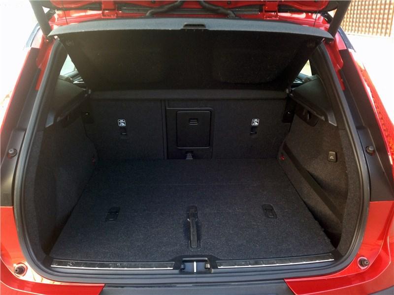 Volvo XC40 2018 багажное отделение