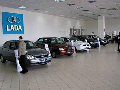 Российский рынок новых автомобилей продолжает падать