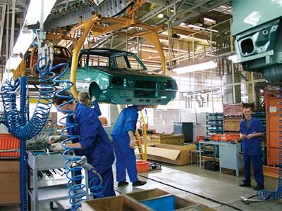 Производство новых автомобилей в России сокращается