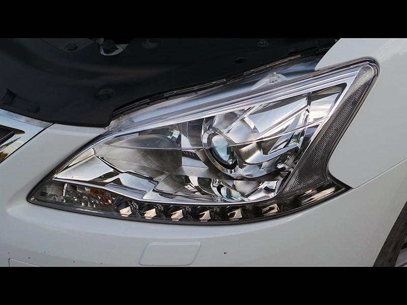 Nissan Sentra 2013 передняя фара