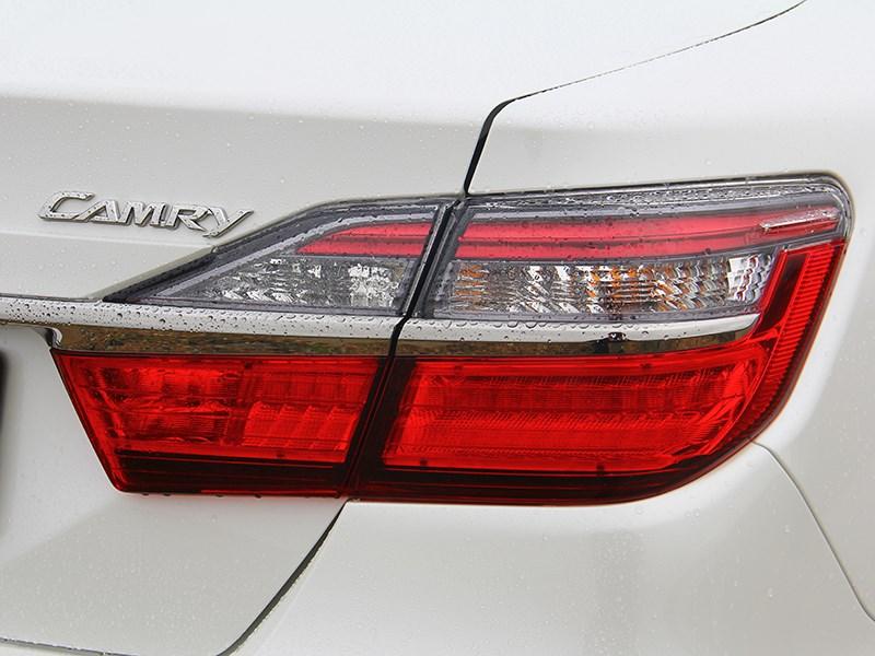 Toyota Camry 2014 задний фонарь