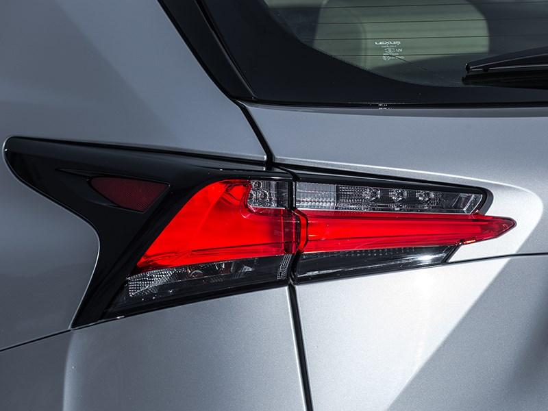 Lexus NX 300h AWD 2015 задний фонарь