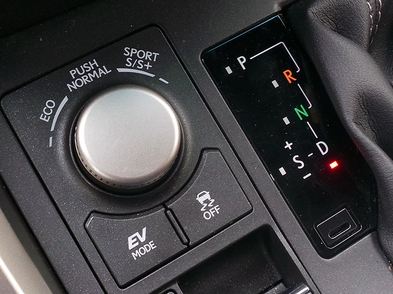 Lexus NX 2014 селектор выбора режимов движения