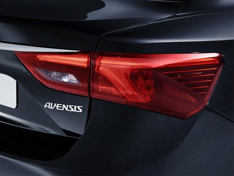 Toyota Avensis универсал 2015 задний фонарь