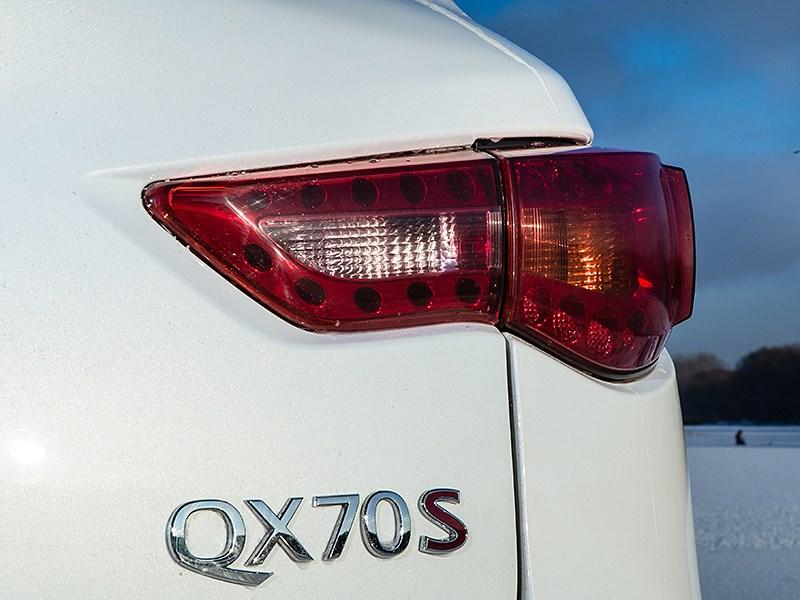 Infiniti QX70 2015 задний фонарь