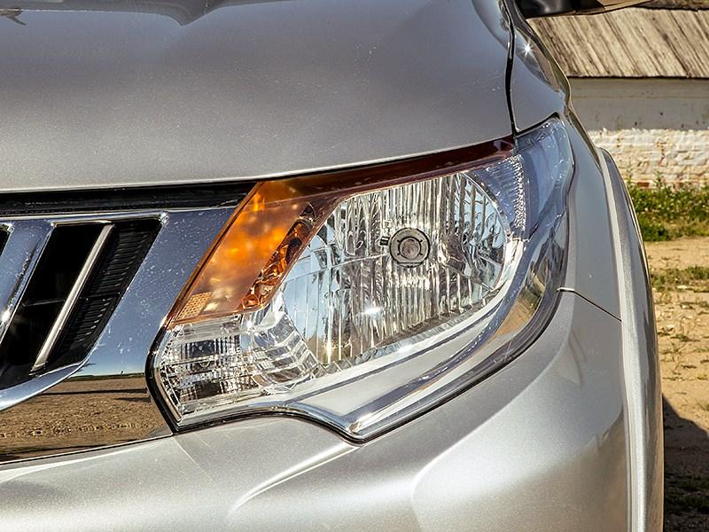 Mitsubishi L200 2015 передняя фара