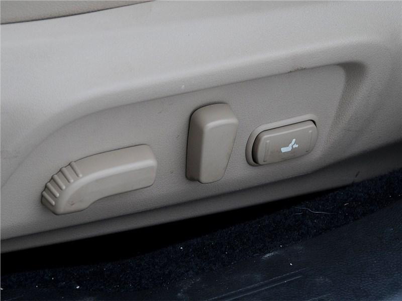 Subaru Outback 2015 электроприводы на кресле водителя