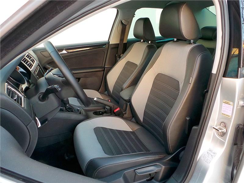 Volkswagen Jetta 2015 передние кресла