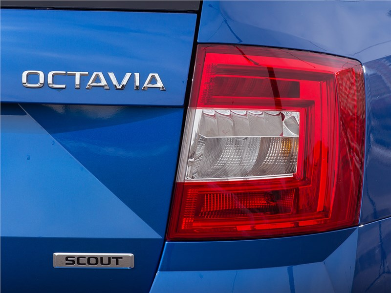 Skoda Octavia Scout 2015 задний фонарь