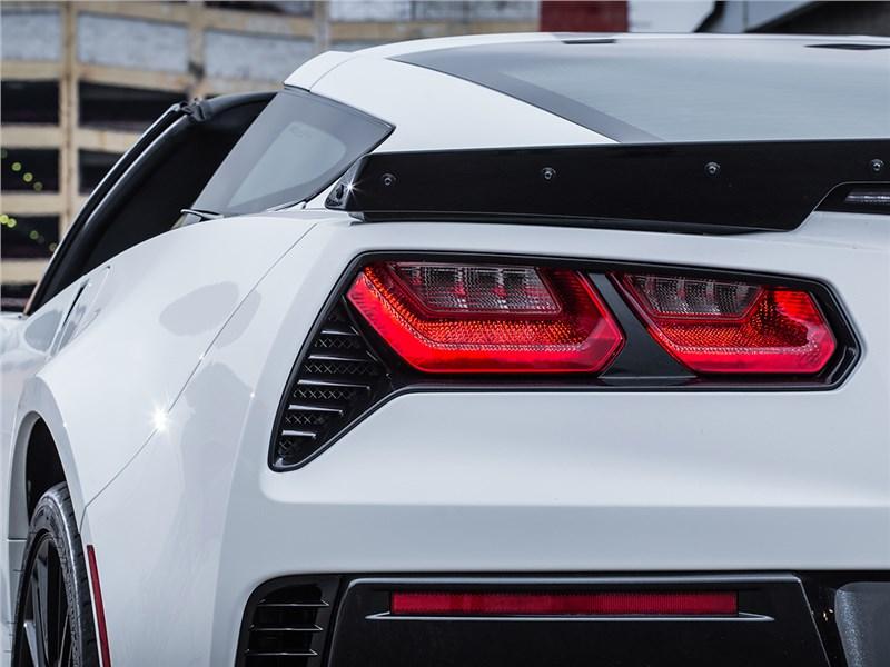 Chevrolet Corvette Z06 2015 задний фонарь