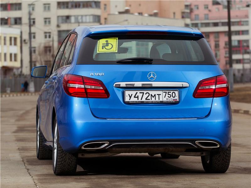 Mercedes-Benz B-Klasse 2015 вид сзади