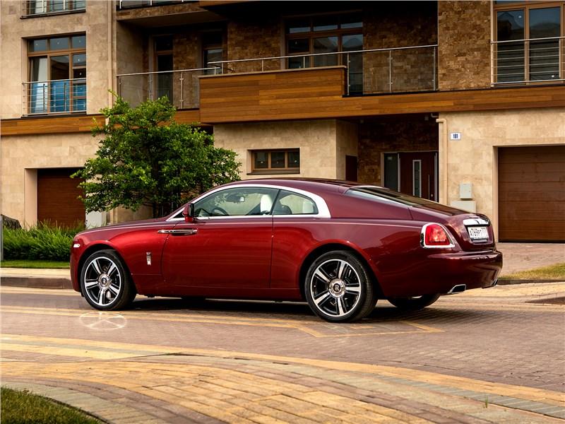 Rolls-Royce Wraith 2013 вид сбоку сзади