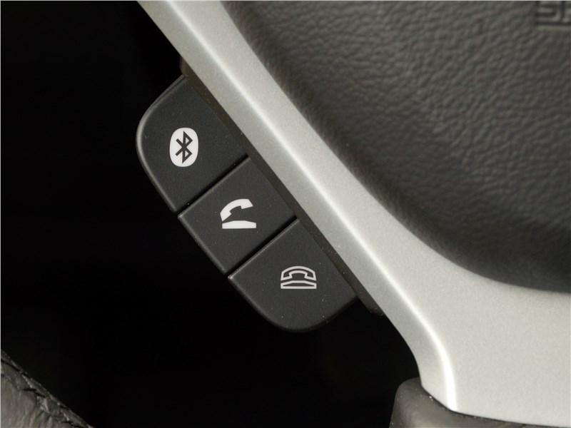Suzuki SX4 2016 клавиши управления мобильным телефоном