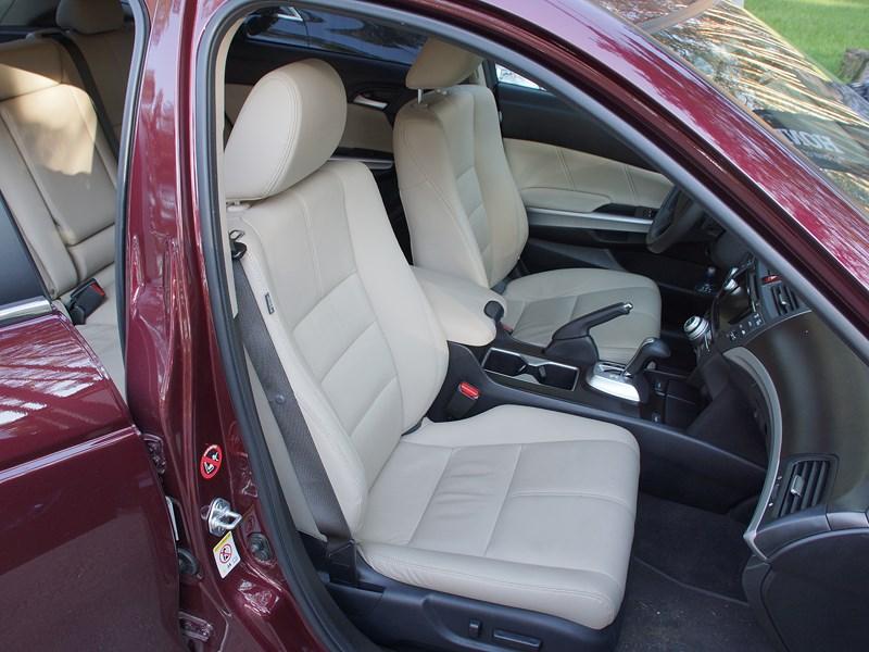 Honda Crosstour 2013 передние кресла