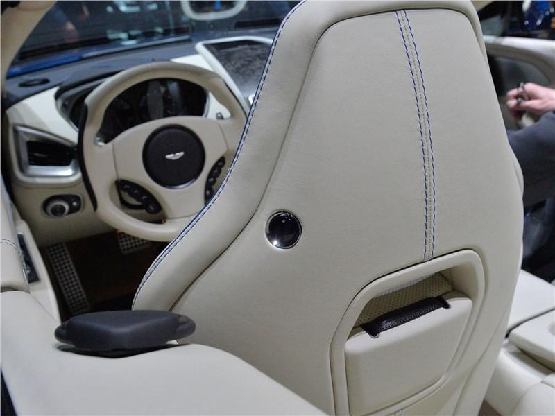 Aston Martin Vanquish S Volante 2017 подголовник переднего кресла