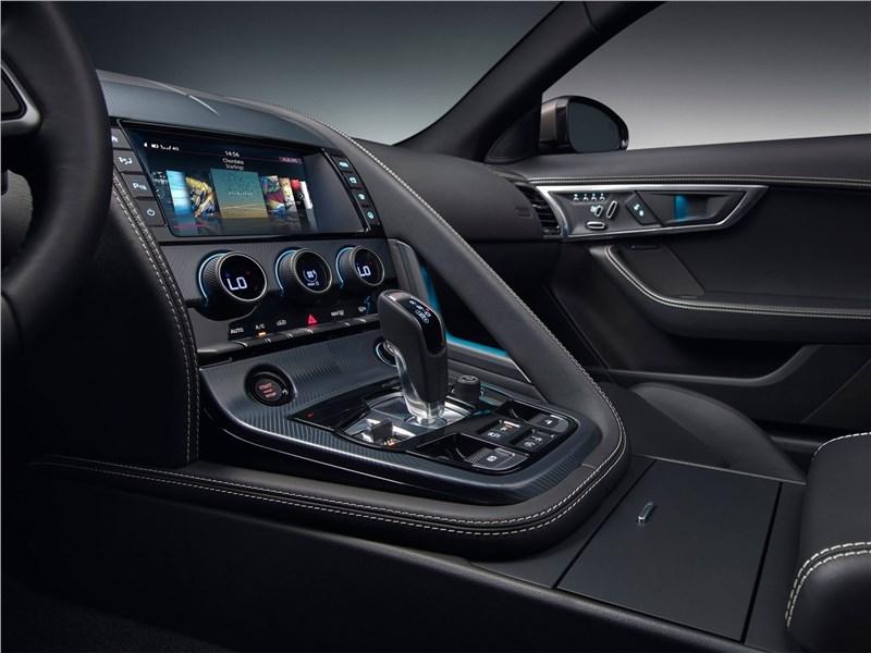 Jaguar F-Type 2018 центральная консоль