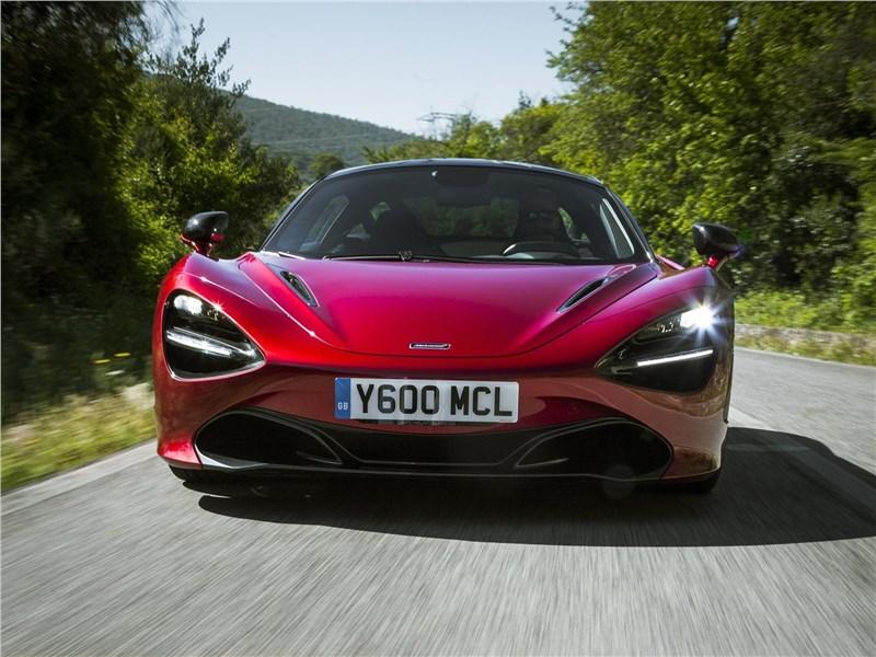 McLaren 720S 2018 вид спереди
