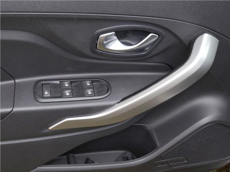 Lada XRay 2015 дверь