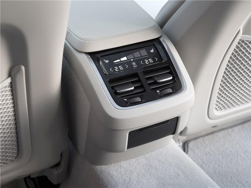 Volvo V90 Cross Country 2017 климат для второго ряда