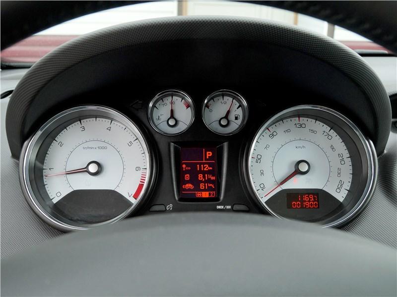 Peugeot 408 2017 приборная панель