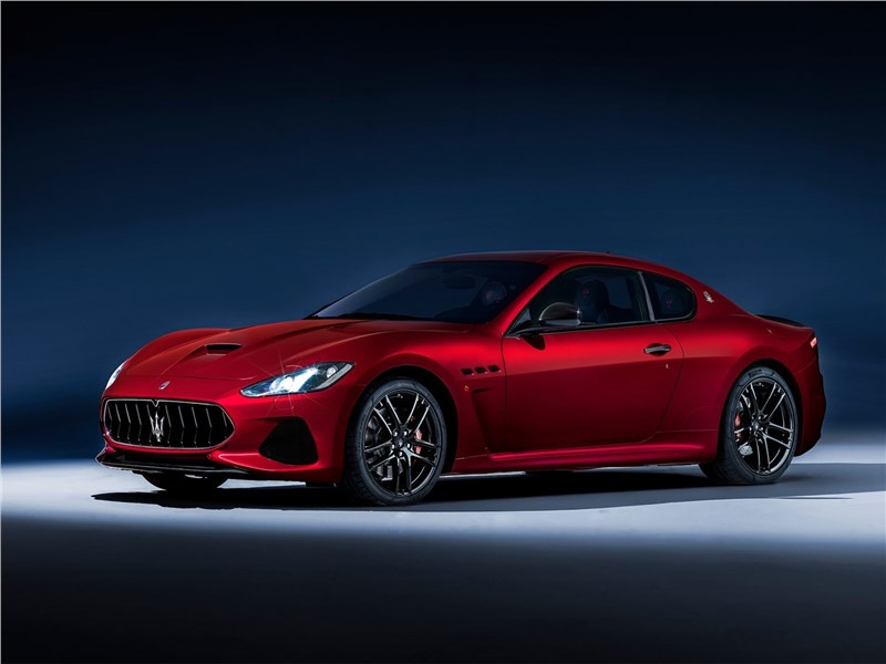 Maserati GranTurismo 2018 вид сбоку