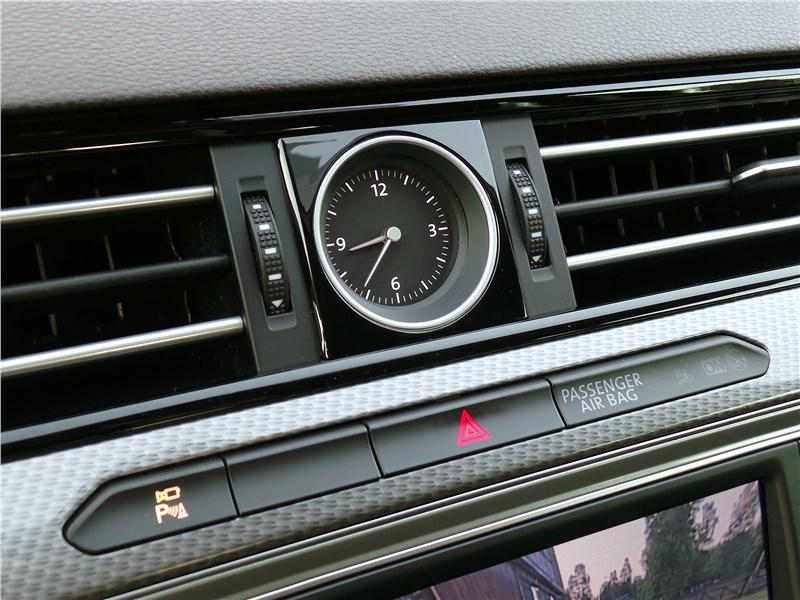 Volkswagen Passat Alltrack 2016 часы
