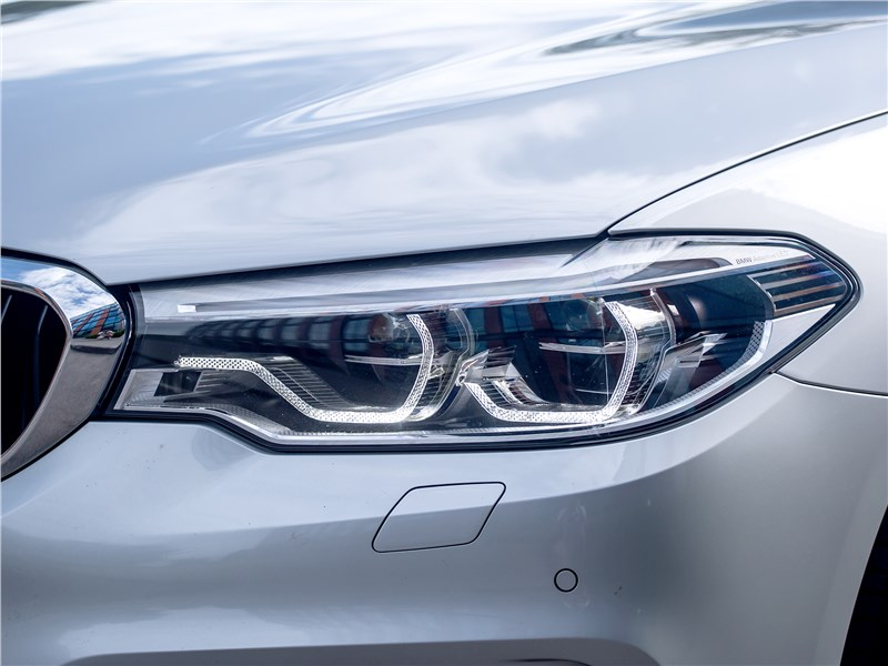BMW 520d xDrive 2017 передние фары