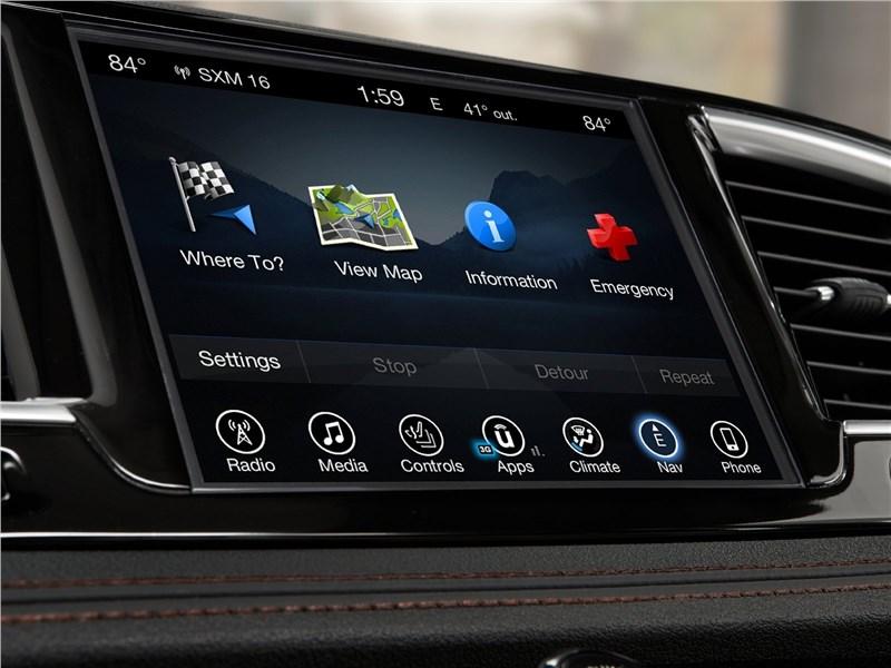 Chrysler Pacifica 2017 монитор