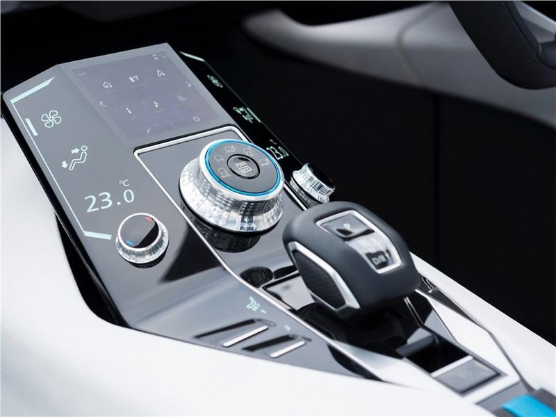 Mitsubishi e-Evolution Concept 2017 центральная консоль
