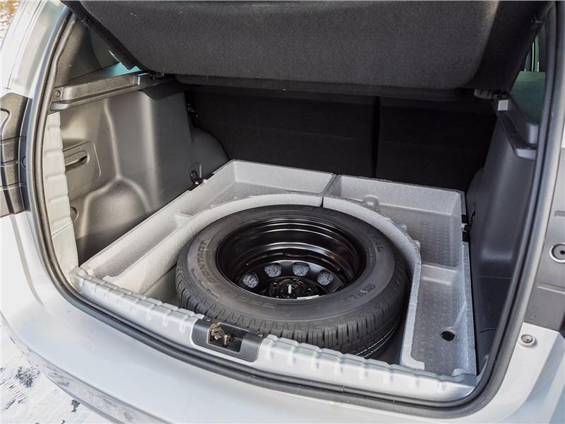 Nissan Terrano 2016 запасное колесо