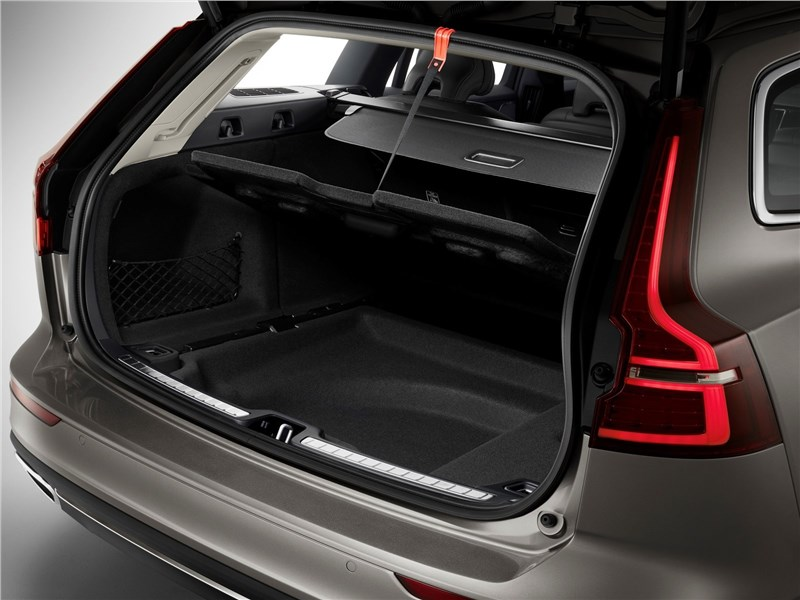 Volvo V60 2019 багажное отделение