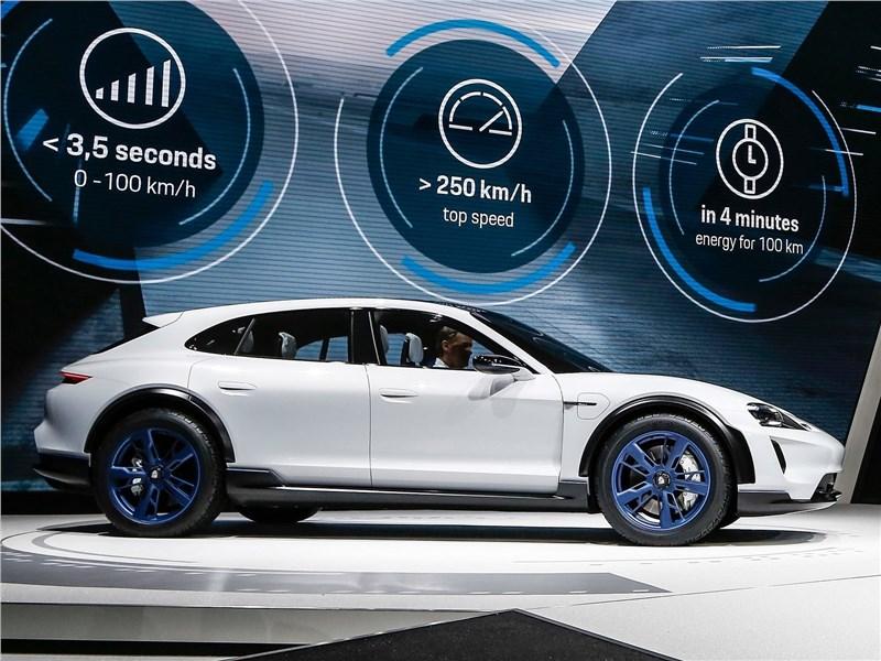 Porsche Mission E Cross Turismo Concept 2018 на выставке