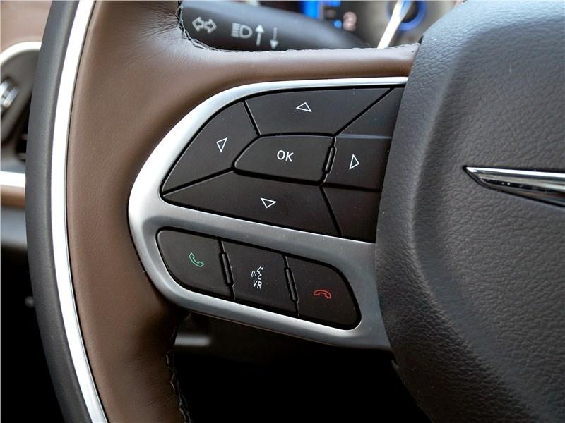 Chrysler Pacifica 2017 руль