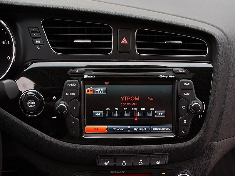Kia cee'd 2012 хэтчбек мультимедиацентр в режиме настройки радио