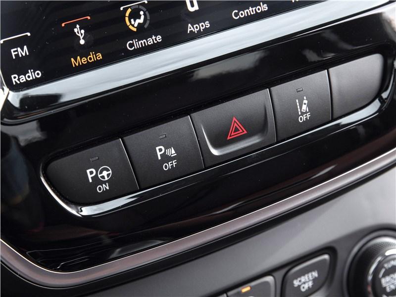 Jeep Cherokee 2019 электронные помощники