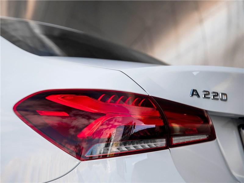 Mercedes-Benz A-Class 2019 задний фонарь