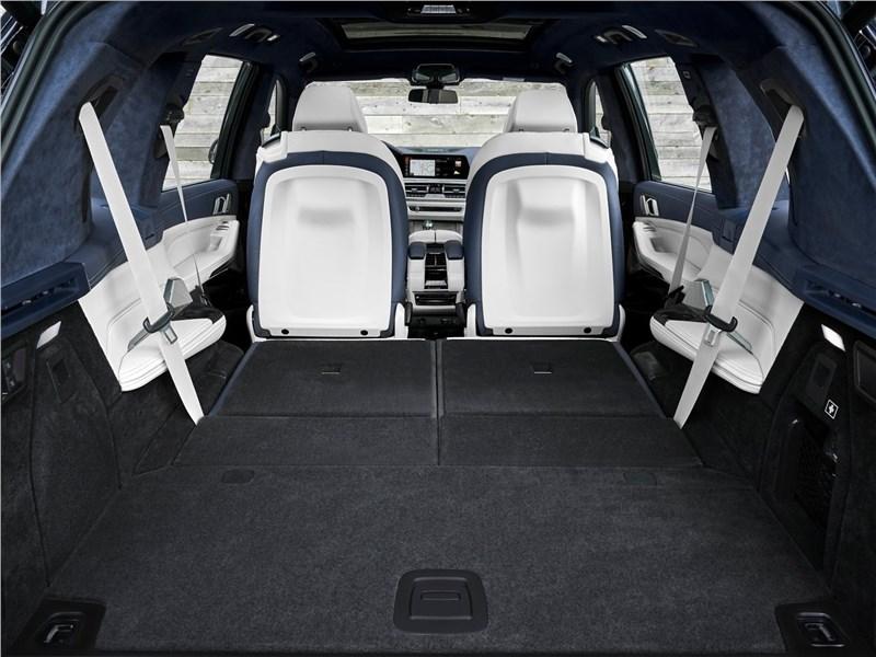 BMW X7 2019 багажное отделение