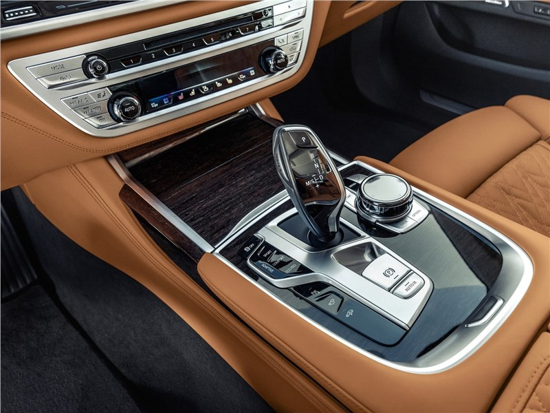BMW 7-Series 2019 центральный тоннель