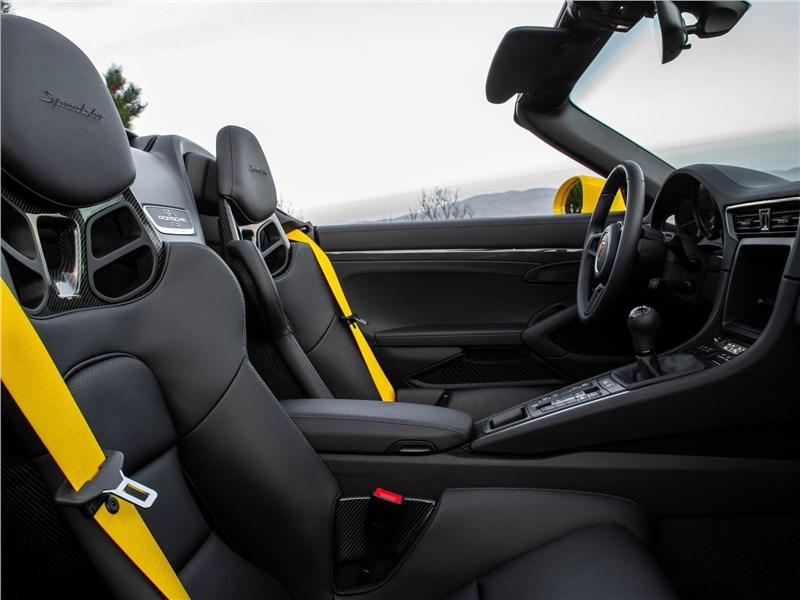 Porsche 911 Speedster 2019 кресла