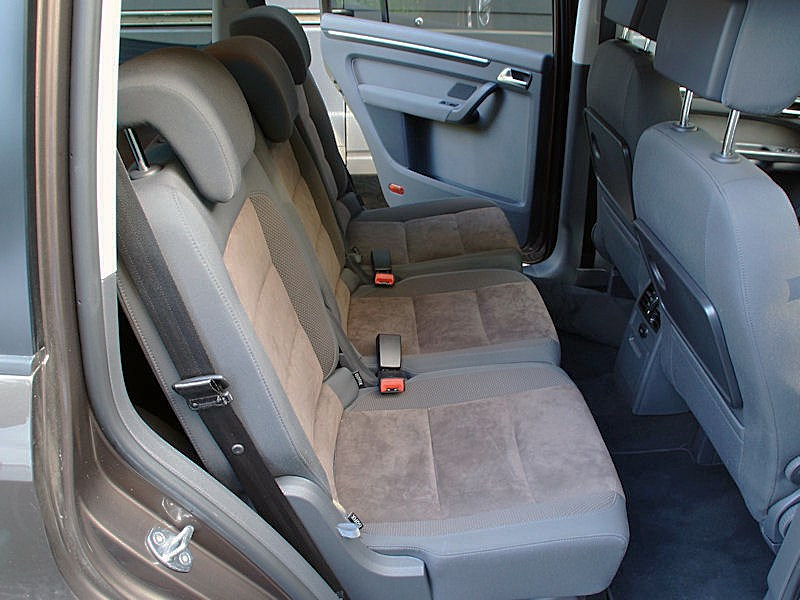 Volkswagen Touran 2011 задние кресла