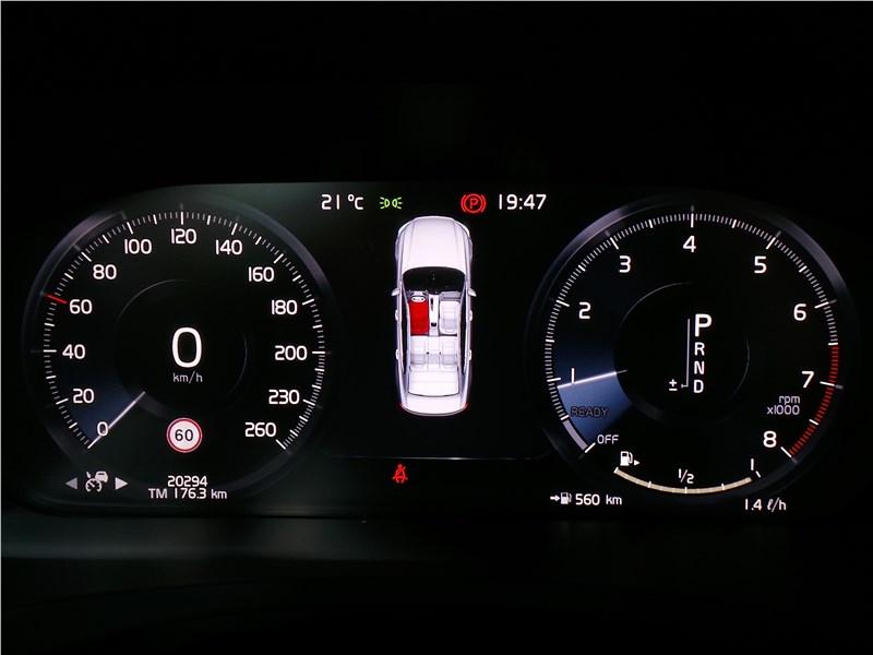 Volvo S90 2019 приборная панель