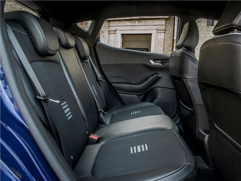 Ford Fiesta 2017 задний диван