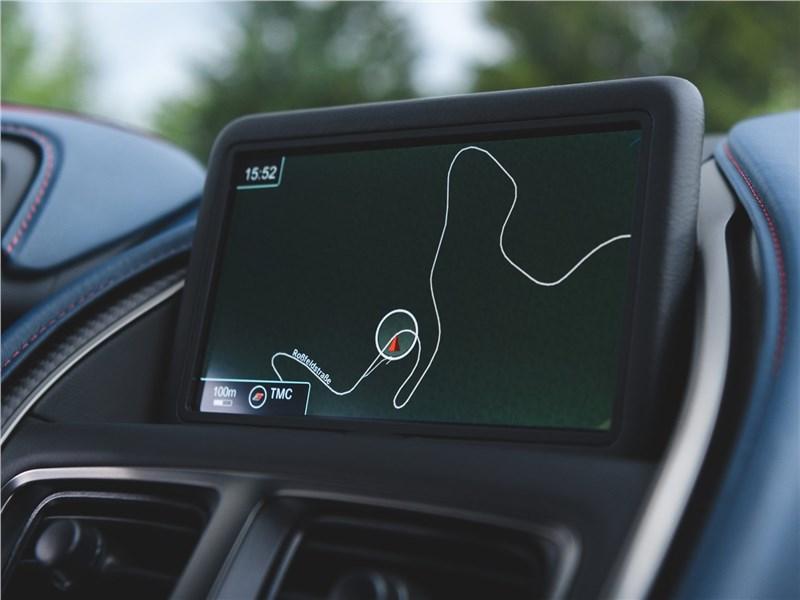 Aston Martin DBS 2019 дисплаей