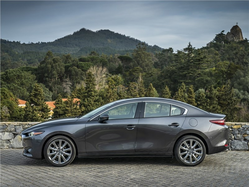 Mazda 3 Sedan 2019 вид сбоку