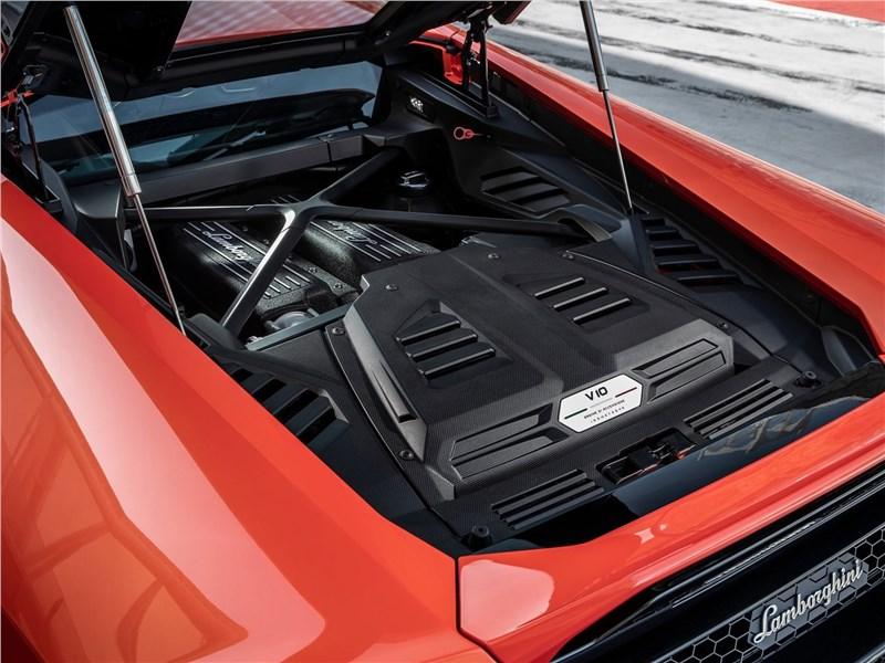 Lamborghini Huracan Evo 2019 моторный отсек